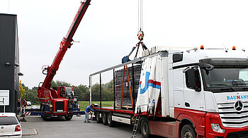 Truck-mounted Crane for Loading Process